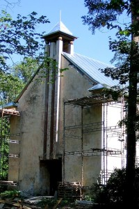 Nõmme Saksa Lunastaja kiriku peasissekäik renoveerimistööde ajal 2006. aasta suvel